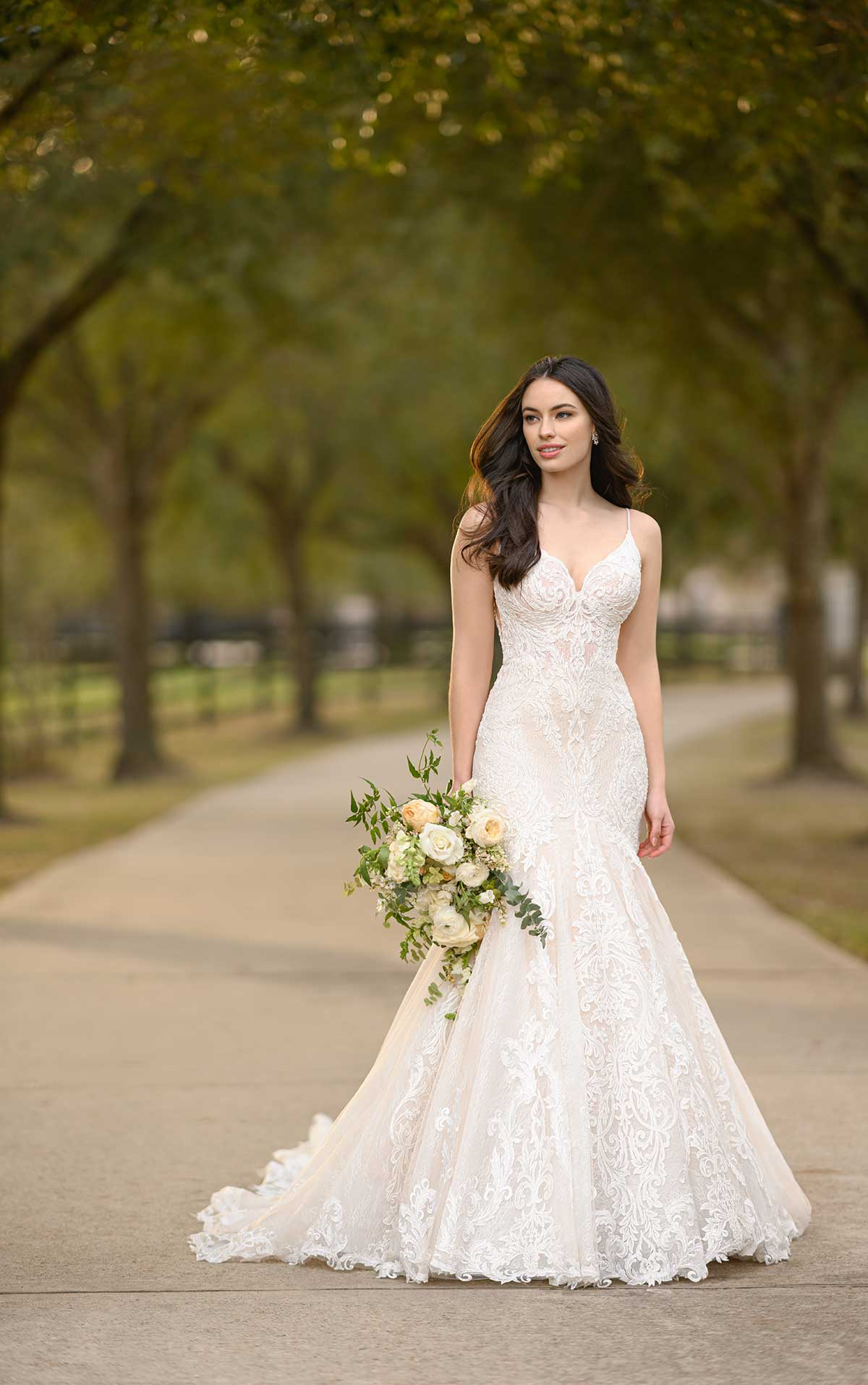 Thatcher-1250-Martina-Liana-Fitted-Mermaid-wedding-dress-elaborate-lace-train-low-back