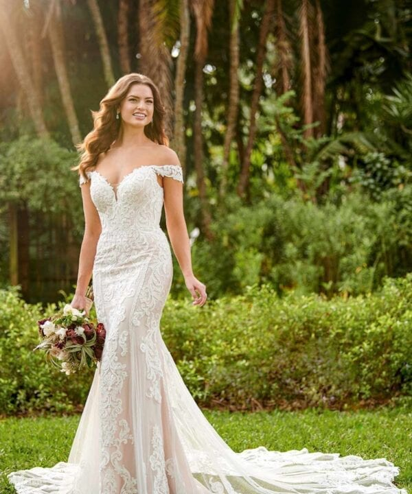 3114-Waylin-Essense-of-Australia-Linear-Lace-Fit&Flair-Wedding-Dress