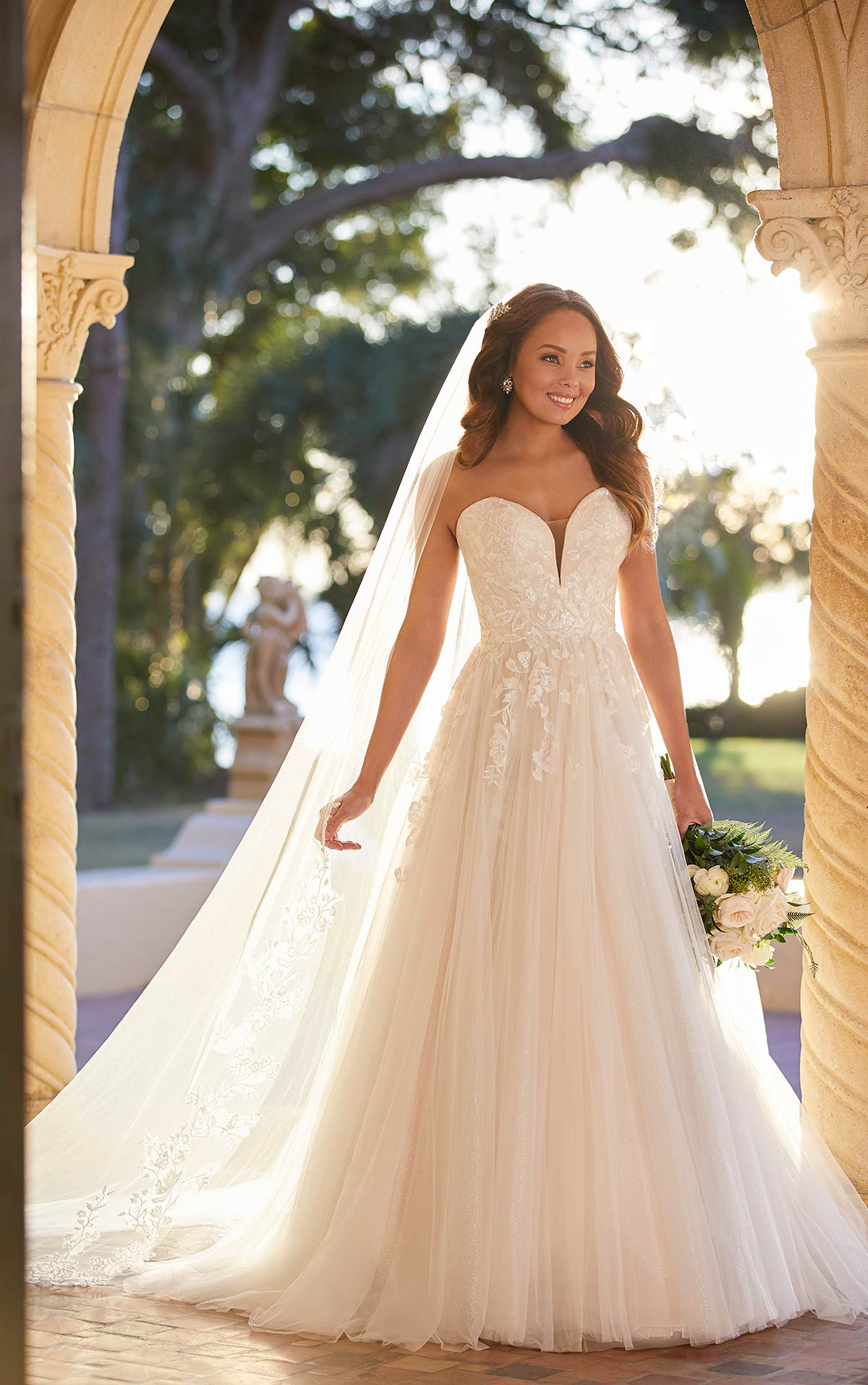 Jacey-7077-Stella-York-Classic-Sweetheart-Neckline-Tulle-Lace-Bridal-Dress