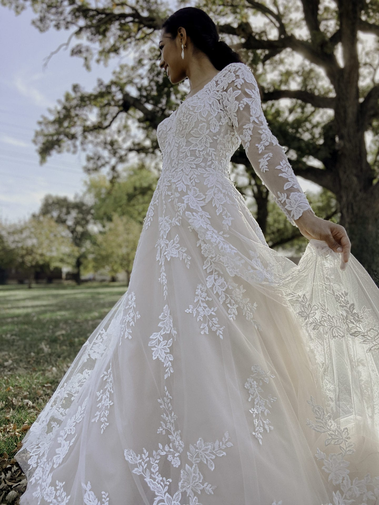 7169-Stella-York-Scarlett-Lace-Sleeved-Ballgown-Wedding-Dress-Brisbane