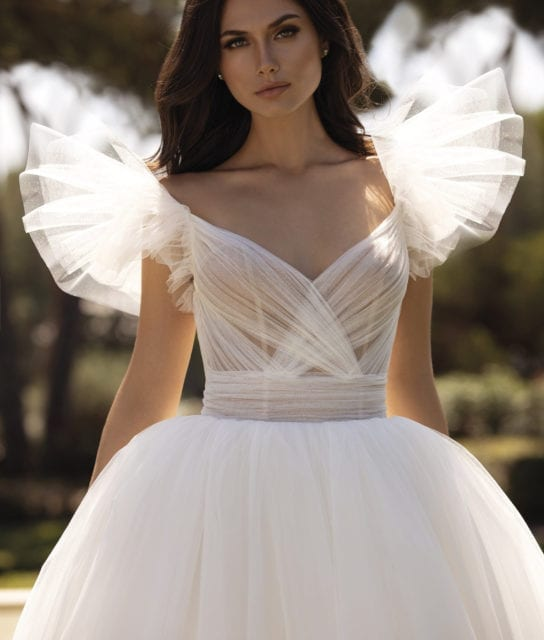 LARISA__Contemporary_Pronovias_Goddess_White_Lily_Couture