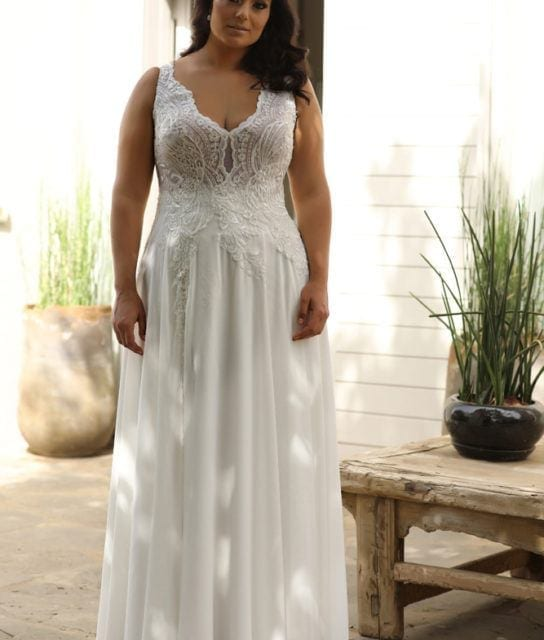 Plus_size_wedding_gowns_2018_Chloe_(2)