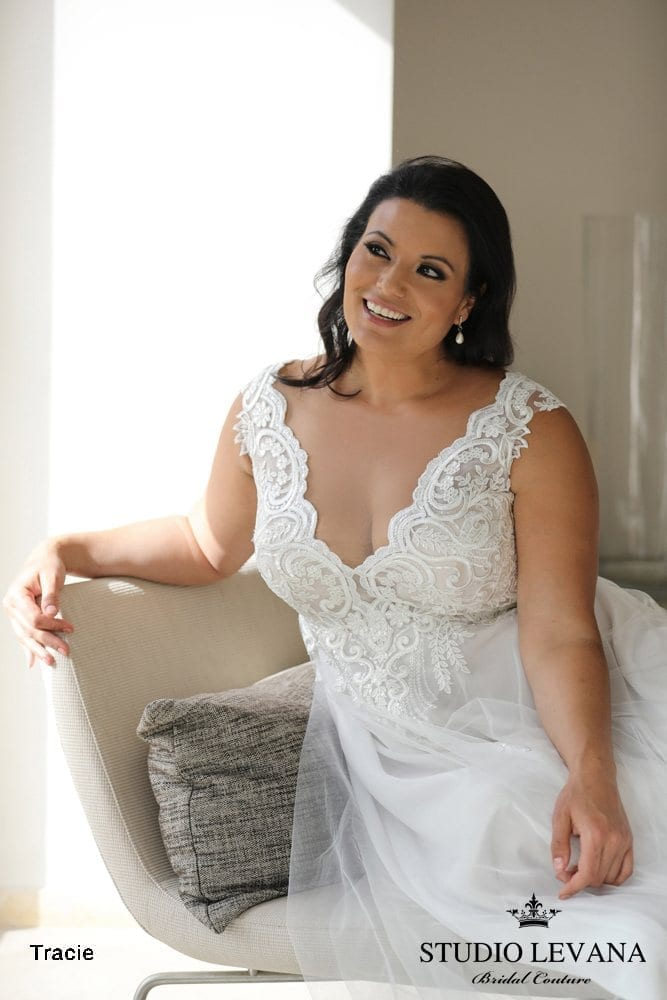 Plus_size_wedding_gowns_2018_Tracie_(1)