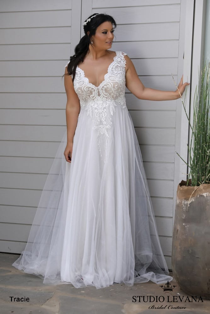 Plus_size_wedding_gowns_2018_Tracie_(2)