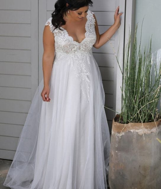 Plus_size_wedding_gowns_2018_Tracie_(3)