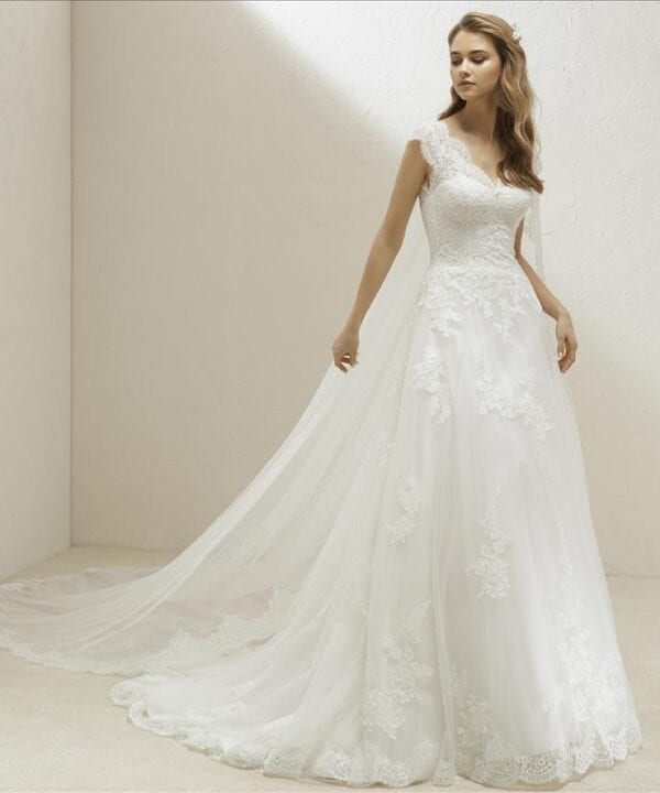 VITA-Pronovias-Curve-Lace-Vneck-Wedding-Dress